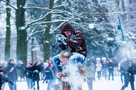 Project Snowball: honderden studenten houden een sneeuwballengevecht in Breda (foto: Etienne van Bavel/NHTV Insight)