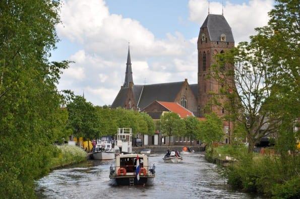 01 Boten varen via de Hollandse IJssel Oudewater binnen