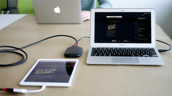 laptop met aangesloten tablet en usertest gear