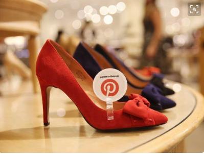 Nordstrom geeft op producten aan wat 'trending' is op Pinterest.