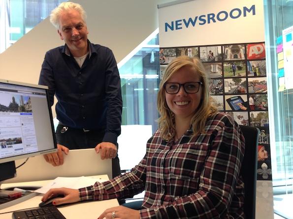 Barry Raymakers en Stephanie van Dijk in de newsroom van gemeente Delft